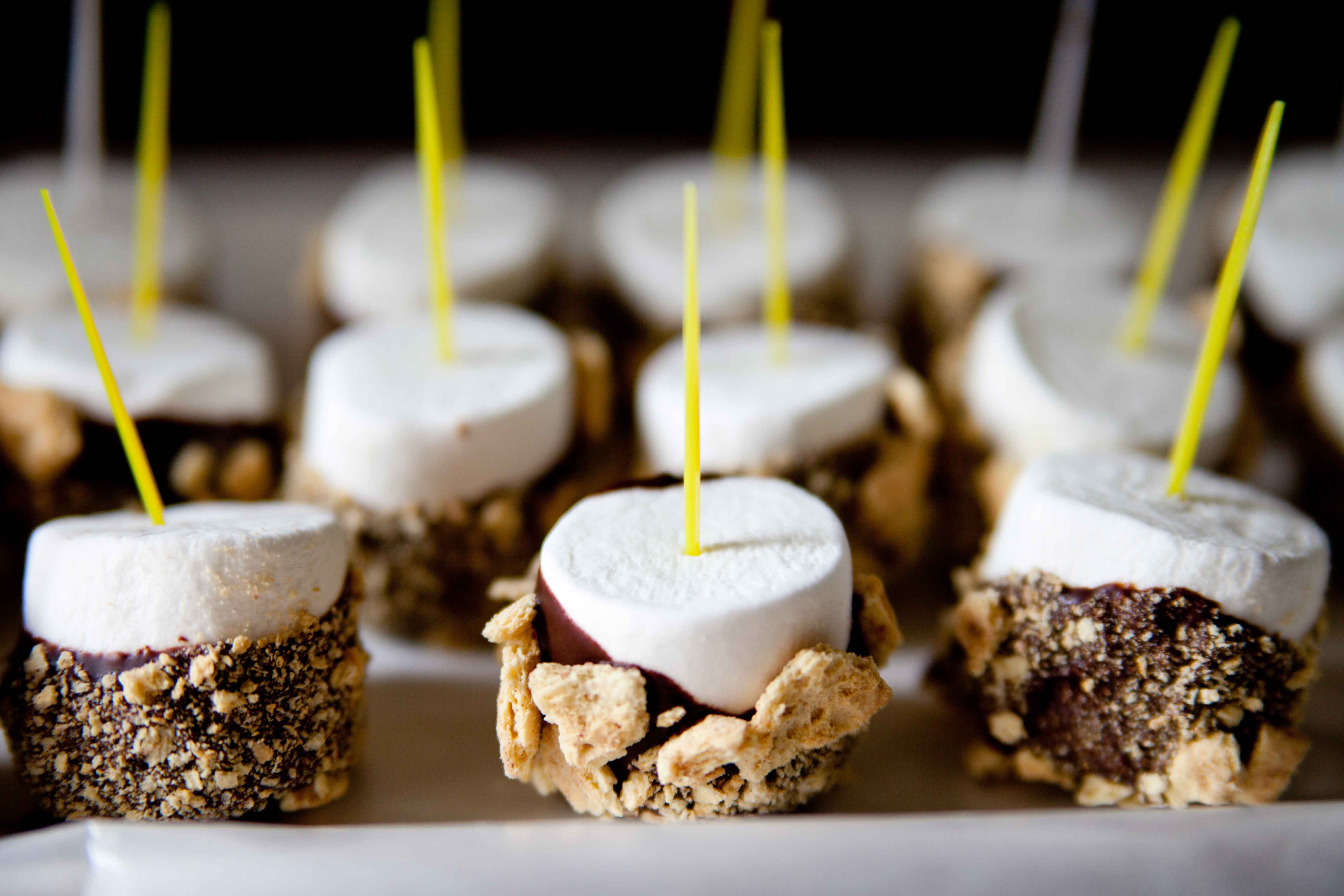 Chocolate Graham Cracker Cupcakes With Toasted Marshmallow Recipes ...