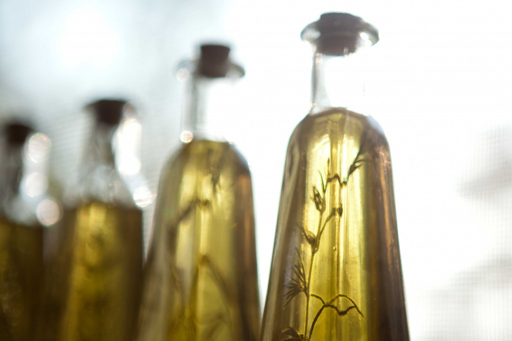 rosemary infused olive oil | via teacher-chef