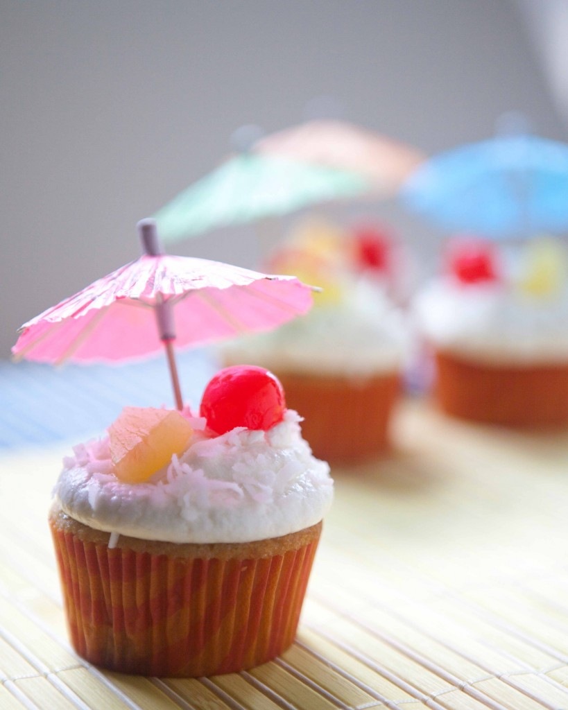pina colada cupcakes | via teacher-chef